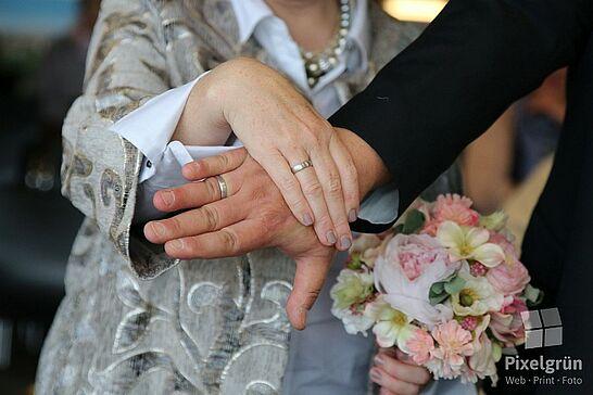 Oktober - Zum ersten Mal fanden in Durlach die Hochzeitstage statt – inklusive einer spontanen Hochzeit und Durlacher.de lud zusammen mit Medienpartner Wochenblatt zur Mess' ein. (2 Galerien)
