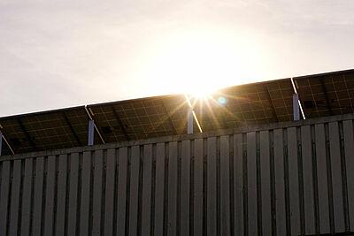 Einigung beim Klimaschutzgesetz: Die Nutzung von Solarenergie soll im Nicht-Wohnbereich für Neubauten verpflichtend werden. Foto: Markus Distelrath / Pixabay
