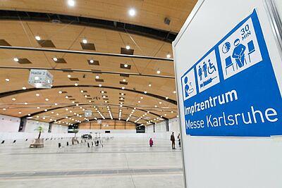 Im Impfzentrum Messe Karlsruhe sollen täglich bis zu 1.500 Menschen geimpft werden. Foto: cg