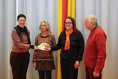 Spendenübergabe an die Freie Kulturschule. Foto: cg