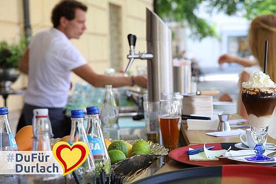 """12 #DuFürDurlach – Sommercafé vor der Karlsburg - Das in der Region bekannte """"Thüringer Häusle"""" hat bedingt durch Corona ins Cafégeschäft gewechselt. (1 Video)"""