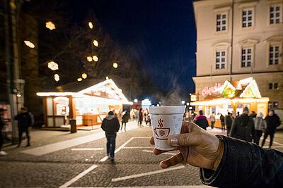 Auch in Durlach werden die To-Go-Angebote gerne genutzt, längeres Verweilen sollte dabei aber vermieden werden. Foto: cg