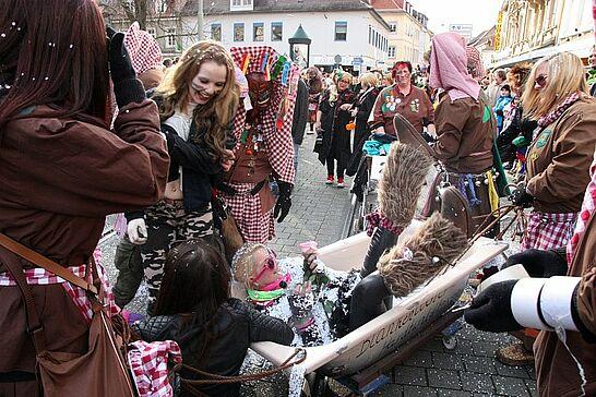 02 Durlacher Fastnachtsumzug (I) - Als Besuchermagnet zieht der Durlacher Fastnachtsumzug jedes Jahr am Fastnachtssonntag durch die Durlacher und Auer Straßen. (281 Fotos)