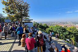 Von Mambo bis Walzer über Durlachs Dächern – gelungenes Konzert des Musikforum Durlach auf dem Turmberg. Foto: pm