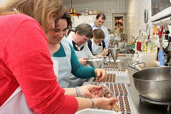 20 Durlacher Erlebnis-Tour - Dieses Mal ging es für die Leser des Wochenblatts und www.durlacher.de zum Pralinenmachen ins Café Kehrle. (50 Fotos)