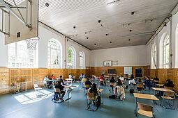 Das bisher praktizierte Abstandsgebot, wie hier in der Turnhalle des Markgrafen-Gymnasiums, soll durch Gruppen in fester Zusammensetzung ersetzt werden. Foto: cg