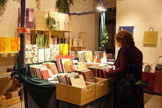 30 Weihnachtsmarkt der Hobbykünstler - Fast 40 Künstler und Hobbykünstler bieten in wöchentlichem Wechsel eine breite Palette von weihnachtlichen Geschenkartikeln an. (9 Fotos)