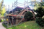 Jetzt eingerüstet: Das Brunnenhaus an der Badener Straße wurde nach Plänen von Friedrich Weinbrenner errichtet und war als Quellhaus wichtiger Bestandteil der erneuerten Wasserversorgung der Residenz Karlsruhe. Foto: Peter Thoma