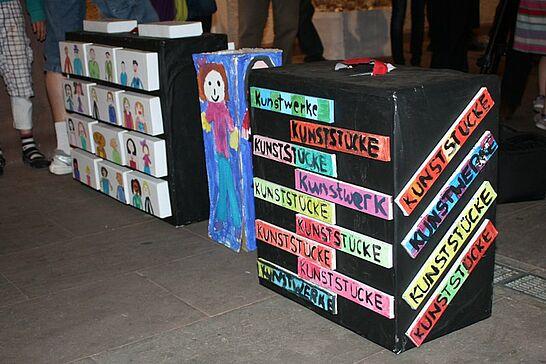 12 Kunstwerke - Eine bemerkenswerte Ausstellung von Schülerinnen und Schüler der Pestalozzischule im Rathausgewölbe. (26 Fotos)