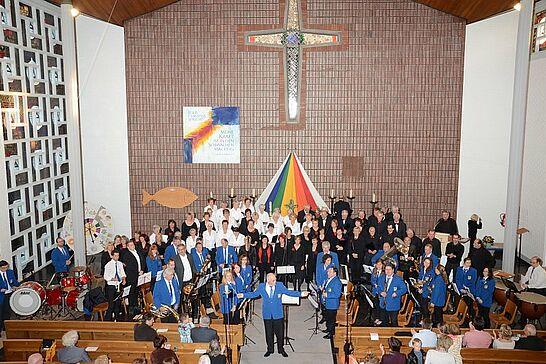 12 Kirchenkonzert des GV und MV Aue - Der Gesangverein Aue begann sein 140-jähriges Jubiläum mit einem Konzert gemeinsam mit dem Musikverein. (14 Fotos)