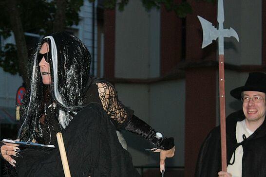 25 Nachtwächterrundgang in der Hexennacht - Im April - kurz vor der Walpurgisnacht - tauchen beim Rundgang immer wieder richtigen Hexen. (33 Fotos)
