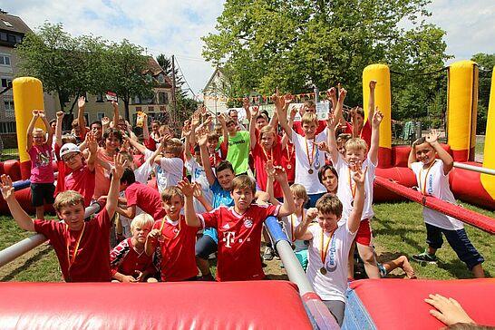 27 Menschen-Kicker-Turnier: Kids-Cup - Das Turnier von Durlacher.de fand in diesem Jahr zum ersten Mal mit einem Kids-Cup statt. (143 Fotos)