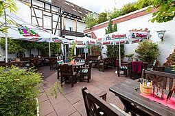 Ruhiger Biergarten in der Durlacher Altstadt. Foto: cg