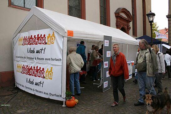 September - Im September wurde es nochmals heiß in Durlach: Kerwe, Weinmarkt und Markt der Möglichkeiten. Und auch im Weiherhof wurde gefeiert. Motto: Abrissparty!