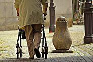 Sturzprävention: Unfälle verhindern, Wohlbefinden steigern. Foto: cocoparisienne