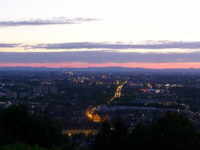 Abendlicher Blick auf Durlach und Karlsruhe. Foto: cg