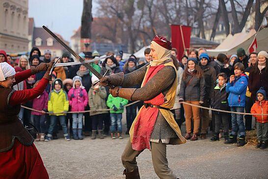15 Mittelalterlicher Weihnachtsmarkt: Nagelkönig & Badische Schwertspieler - Zum ersten Mal wurde der Durlacher Nagelkönig ermittelt und die Badischen Schwertspieler zeigten ihre Künste. (120 Fotos)