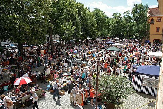 22 89. Kruschtlmarkt - Vor dem herrlichen Hintergrund der Durlacher Karlsburg findet einer der schönsten Flohmärkte in der Umgebung statt. (77 Fotos)