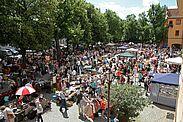 Kruschtlmarkt vor der Karlsburg. Foto: cg