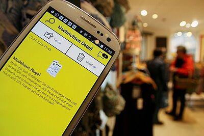 Per App von Gelbe Seiten konnten Nutzer am verkaufsoffenen Wochenende Angebote und Rabatte in Durlach entdecken. Foto: cg