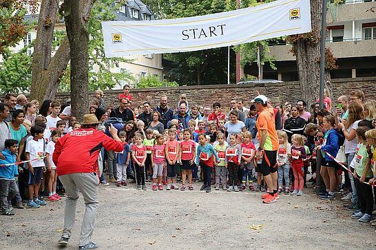 06 Turmberglauf: Kinderlauf - Etwa 240 Kinder in verschiedenen Altersklassen nahmen am Kinderlauf im Schlossgarten teil. (95 Fotos)