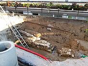 Grabung im Hof der Schloss-Schule. Nach Freilegung und Dokumentation folgt der Abriss der Mauerreste. Foto: cg