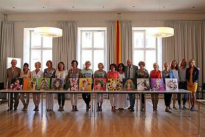 """In der Blüte ihres Lebens: Die Macherinnen von """"Durlacher Stil-Blüten"""" bei der Präsentation des Kalenders. Fotos: cg"""