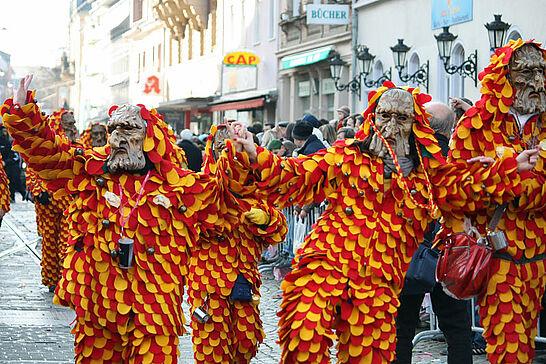 06 Fastnachtsumzug (I) - Als Besuchermagnet für die Markgrafenstadt zieht der Durlacher Fastnachtsumzug jedes Jahr am Fastnachtssonntag durch die Durlacher und Auer Straßen. (156 Fotos)