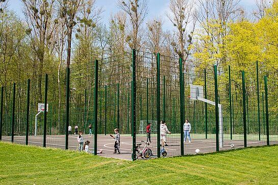 12 Einweihung der neuen Ballspielanlage (Untermühlsiedlung) - Durlachs aufgewertete Ballspielanlage in der Pfarrer-Blink-Straße wurde nun offiziell in Betrieb genommen. (33 Fotos)