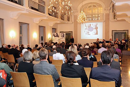 05 10 Jahre Lebenshilfe-Stiftung Karlsruhe - Anlässlich ihres 10-jährigen Jubiläums lud die Stiftung ihre Spender, Partner und Unterstützer in die Karlsburg zu einem Empfang ein. (61 Fotos)