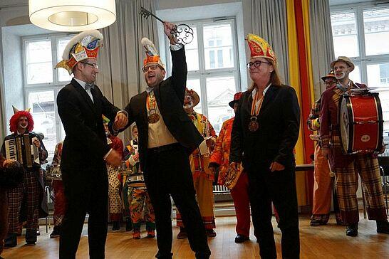 """11 Rathaussturm des OKDF - Am 11.11. war es wieder soweit: Die Durlacher Fastnachter übernahmen unter der Führung des OKDF """"endlich"""" die Regentschaft im Rathaus. (38 Fotos)"""