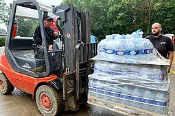"""Cent hinterm Komma und Unternehmernetzwerk """"KA-PF"""" organisieren Hilfsmittel für Flutopfer. Foto: pm"""