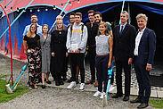 Gruppenbild vor dem Zirkuszelt. Foto: Stadt Karlsruhe