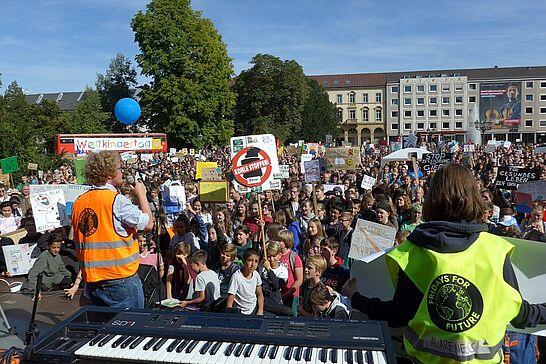 20.09.2019 | Klimastreik mit Fridays for Future Karlsruhe - Unter dem Motto #AlleFürsKlima organisiert die Karlsruher Fridays For Future Bewegung einen Klimastreik. (35 Fotos)
