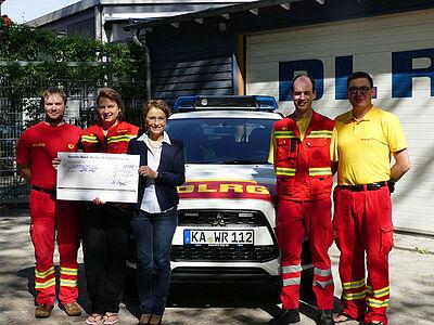 Die DLRG Notfallhilfe freute sich über den Spendenscheck. Foto: pm