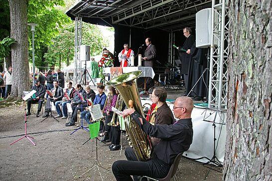 20 Ökumenischer Gottesdienst im Schlossgarten - Am Pfingstmontag wurde erstmals im Schlossgarten Durlach ein ökumenischer Gottesdienst gefeiert. (56 Fotos)