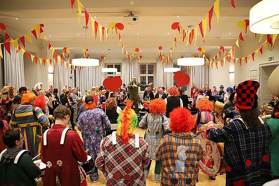 23 Rathausfastnacht - Traditionell lädt das Stadtamt Durlach im Rahmen des Durlacher Fastnachtsumzugs Gäste und Gruppen zur Rathausfastnacht ein. (73 Fotos/1 Video)