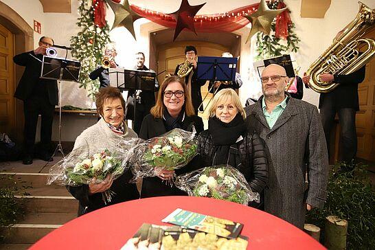 29 Weihnachtsmarkt im Rathaus (Eröffnung) - Traditionell eröffnen der Weihnachtsmarkt in Rathaus am Freitagabend des ersten Advents. (45 Fotos)