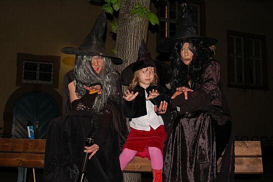 26 Nachtwächterrundgang in der Hexennacht - Im April - kurz vor der Walpurgisnacht - tauchen beim Rundgang immer wieder richtigen Hexen. (21 Fotos)