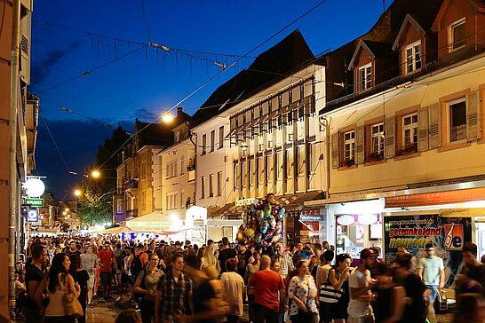 07 Durlacher Altstadtfest – Freitagstour - Das 41. Durlacher Altstadtfest wurde am Freitag eröffnet, danach ging es auf Tour durch die Altstadt. (174 Fotos)