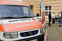 Der Durlacher DRK-Ortsverein präsentierte sich zu seinem 130-jährigen Jubiläum am vergangenen Samstag vor der Karlsburg. Foto: cg