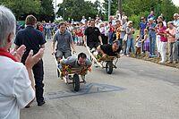 2012: Schubkarrenrennen - Zur Galerie