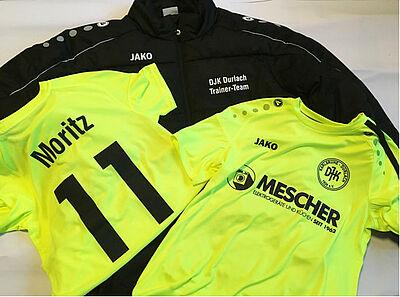 Die neuen DJK-Trikots und die Coach-Jacken für alle Jugend-Trainer. Foto: pm