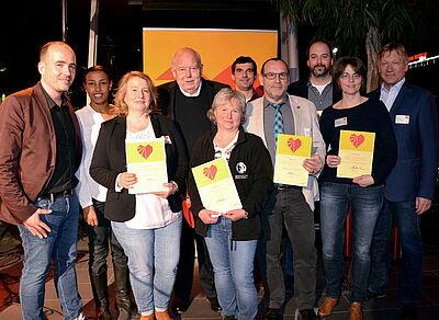 Der stja-Vorsitzende Daniel Melchien konnte die ersten privaten Unterstützer der Kampagne auszeichnen. Foto: stja