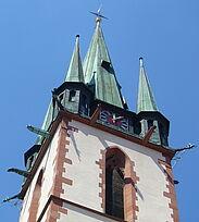Kirchturm der katholischen Kirche St. Peter und Paul in Durlach. Foto: cg
