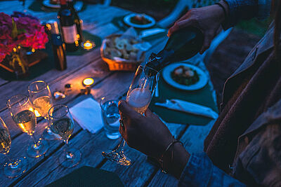 Mit 20 Personen soll daheim bald wieder gefeiert werden können. Foto: Pexels / Pixabay