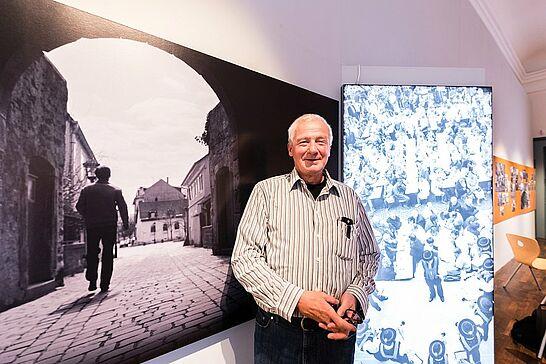 """09 """"Durlacher Augenblicke"""" – Fotografien von Günter Heiberger - Die Ausstellung """"Durlacher Augenblicke"""" im Pfinzgaumuseum präsentiert Ausschnitte aus Günter Heibergers fotografischen Werk. (1 Video/12 Fotos)"""