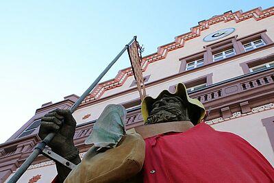 Auch der Karle mit der Dasch ist auf Fastnacht eingestellt. Foto: cg