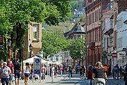 Gut besucht die Fußgängerzone der Durlacher Pfinztalstraße am Verkaufsoffenen Sonntag. Foto: cg