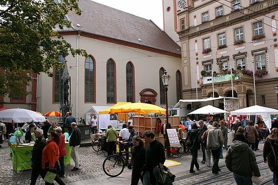 21 Markt der Möglichkeiten - Auf dem Durlacher Marktplatz stellten sich regionale und überregionale Gruppen vor. (21 Fotos)